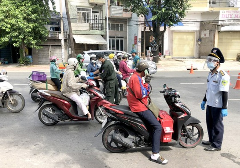 High infection risk when declaring movement activities at checkpoints ảnh 1