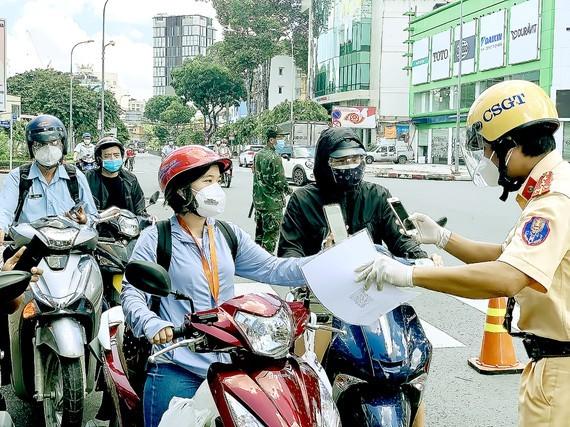 HCMC still tightens street traffic in September ảnh 1