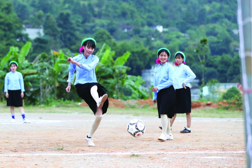 Female ethnic footballers at Huc Dong ảnh 2