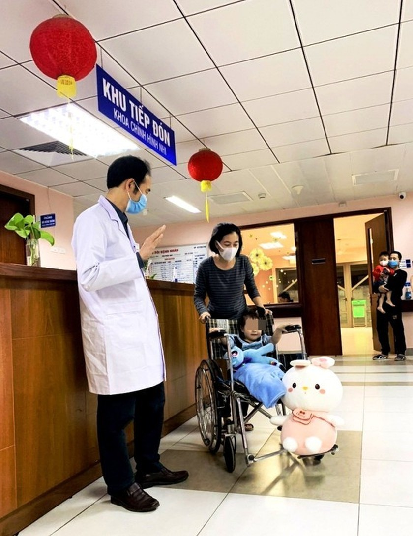 Toddler falling from apartment building discharged from hospital ảnh 2