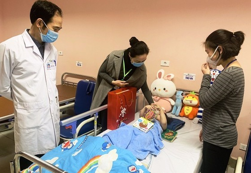 Toddler falling from apartment building discharged from hospital ảnh 3