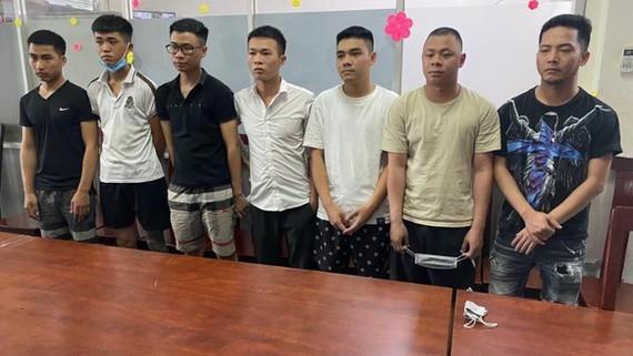 Online loan shark gang found in HCMC, prosecuted ảnh 1