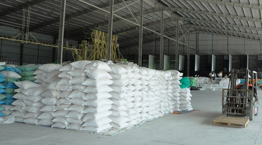 Sticky rice exporters need urgent measures to resolve difficultiesLong An Province has recently asked the Ministry of Industry and Trade to propose the Prime Minister to allow the unlimited export of glutinous rice to reduce the high inventory for en ảnh 1