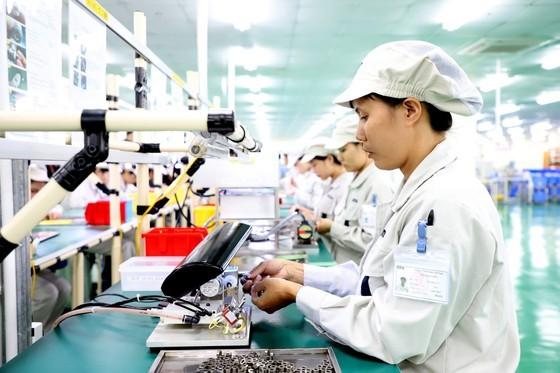 Vietnam's economy – bright spot amid Covid-19 pandemic ảnh 1