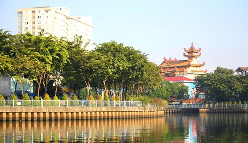 The new pace of life along canals in HCMC ảnh 3