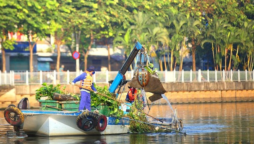 The new pace of life along canals in HCMC ảnh 4
