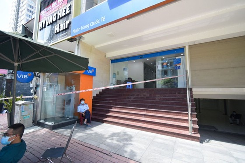 HCMC records two more suspected Covid-19 cases, two bank branches locked down ảnh 1