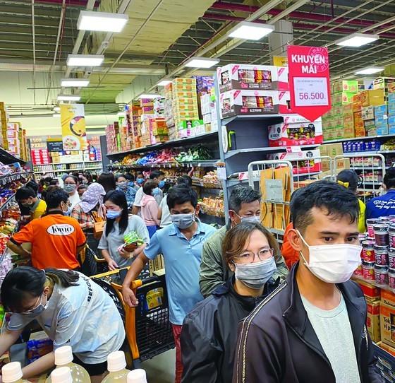HCMC residents should not store goods ảnh 2