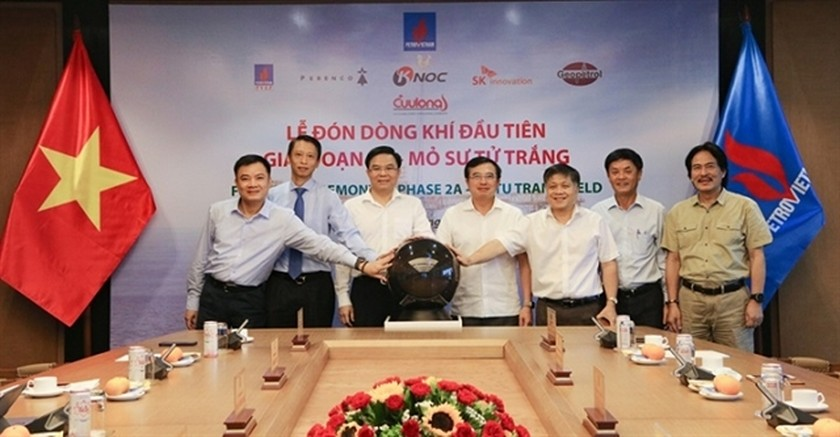 First gas pumped out of White Lion oil field in phase 2A ảnh 1