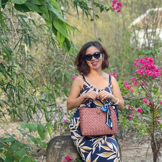 Hue woman turns wild grass into high-end fashion ảnh 2