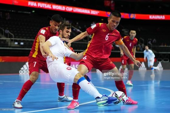 Vietnam Futsal team advances to round of 16 of FIFA Futsal World Cup 2021 ảnh 2