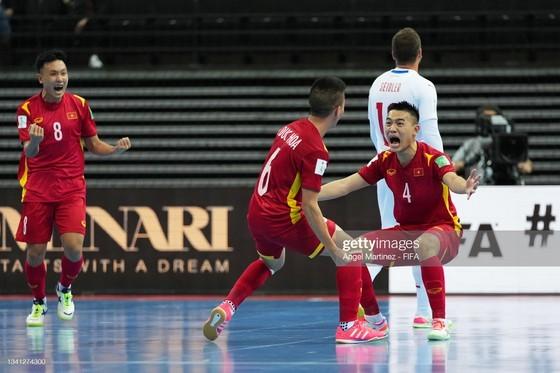 Vietnam Futsal team advances to round of 16 of FIFA Futsal World Cup 2021 ảnh 4
