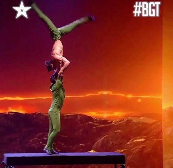 Quốc Cơ - Quốc Nghiệp làm khán giả thót tim tại chung kết Britain's Got Talent 2018 ảnh 3