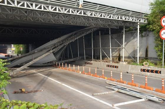 Diễn biến mới nhất vụ xe tải đâm sập giàn giáo công trình, cửa hầm Thủ Thiêm bị phong toả ảnh 8