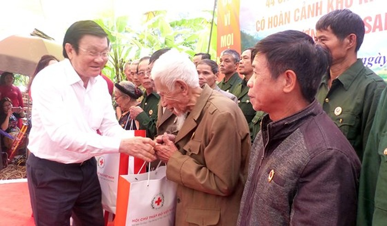Nguyên Chủ tịch nước Trương Tấn Sang tưởng niệm, tri ân các anh hùng, liệt sĩ tại Vị Xuyên ảnh 10