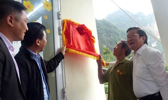 Nguyên Chủ tịch nước Trương Tấn Sang tưởng niệm, tri ân các anh hùng, liệt sĩ tại Vị Xuyên ảnh 13