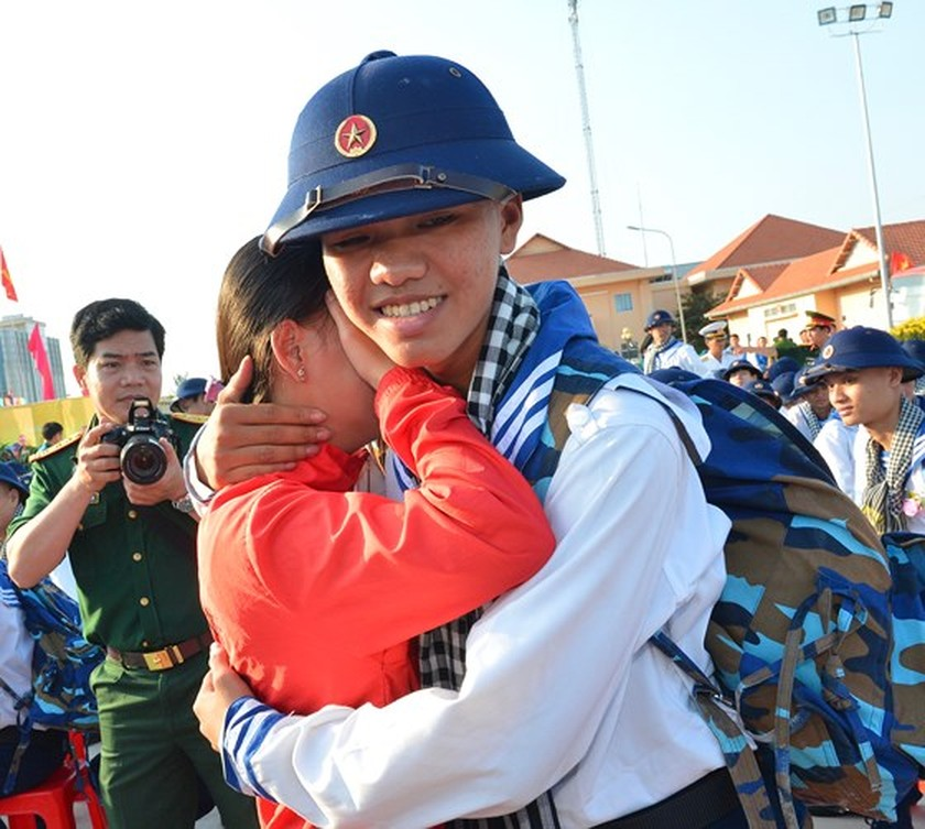 HCMC leaders bids farewell to new soldiers ảnh 14