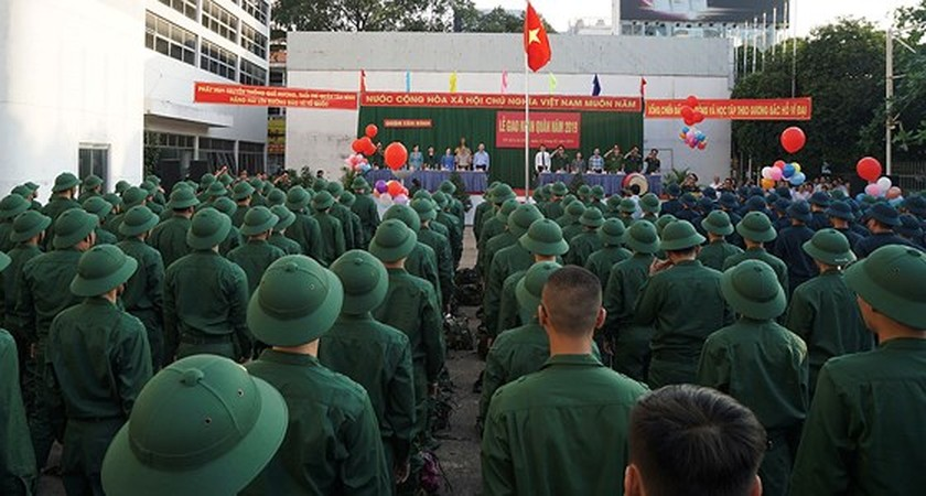 HCMC leaders bids farewell to new soldiers ảnh 4