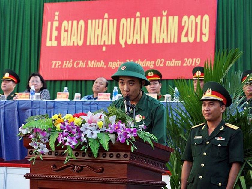 HCMC leaders bids farewell to new soldiers ảnh 5