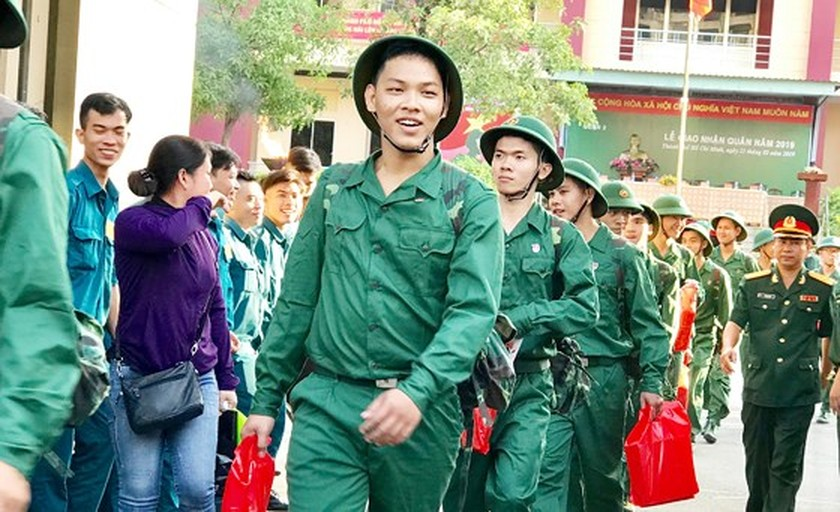 HCMC leaders bids farewell to new soldiers ảnh 7