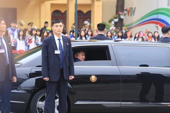 North Korean leader Kim Jong Un arrives in Dong Dang Train Station ảnh 10