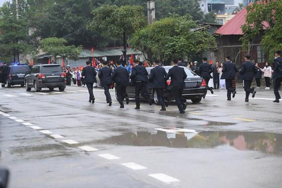 North Korean leader Kim Jong Un arrives in Dong Dang Train Station ảnh 12