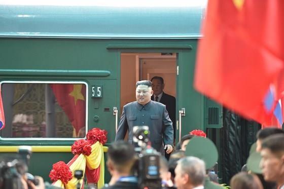 North Korean leader Kim Jong Un arrives in Dong Dang Train Station ảnh 1