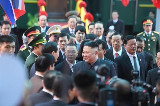 North Korean leader Kim Jong Un arrives in Dong Dang Train Station ảnh 2