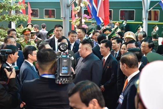 North Korean leader Kim Jong Un arrives in Dong Dang Train Station ảnh 3