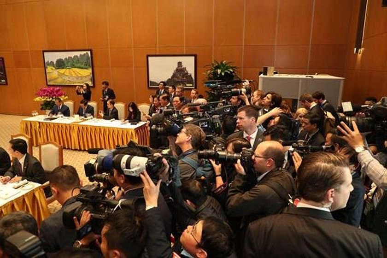 PM Nguyen Xuan Phuc meets US leader ảnh 11