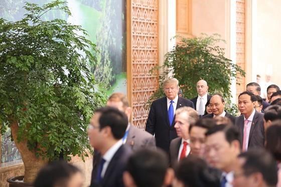PM Nguyen Xuan Phuc meets US leader ảnh 2