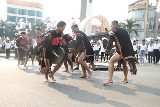 The 7th Buon Ma Thuot coffee festival kicks off with street festival ảnh 2
