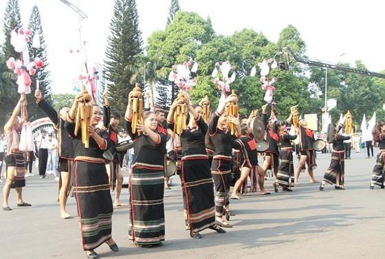 The 7th Buon Ma Thuot coffee festival kicks off with street festival ảnh 4