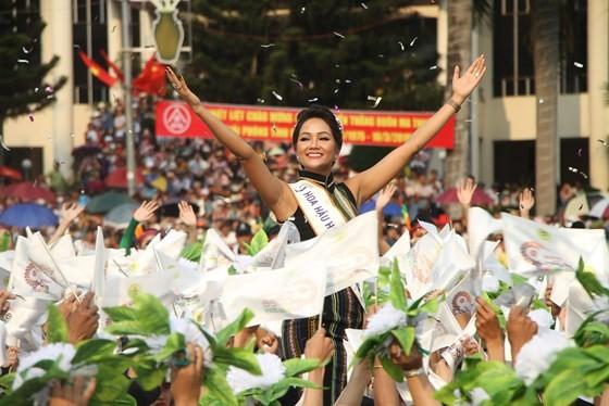 The 7th Buon Ma Thuot coffee festival kicks off with street festival ảnh 5