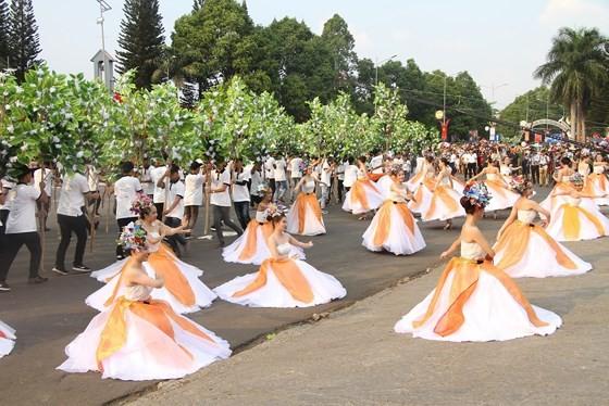 The 7th Buon Ma Thuot coffee festival kicks off with street festival ảnh 6