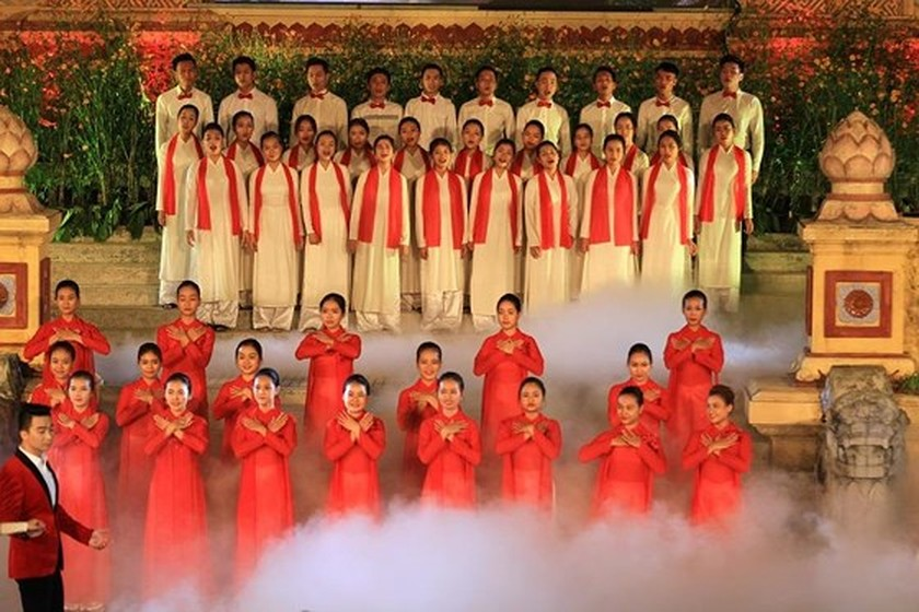 Hue Traditional Craft Festival 2019 opens with splendid art performance ảnh 5