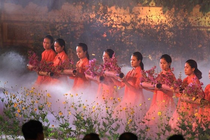 Hue Traditional Craft Festival 2019 opens with splendid art performance ảnh 8