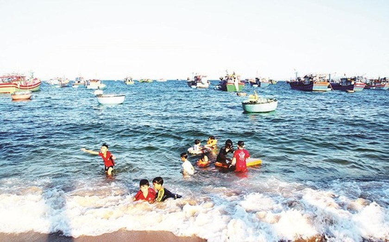 Development of seaside fishing villages in the central coastal region ảnh 2
