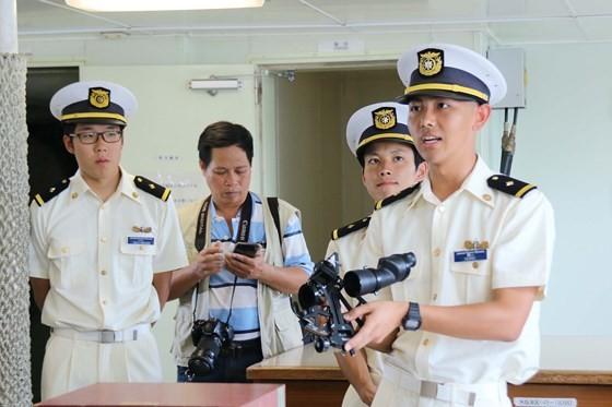Japanese coastguard vessel makes 4th visit to Da Nang city ảnh 5