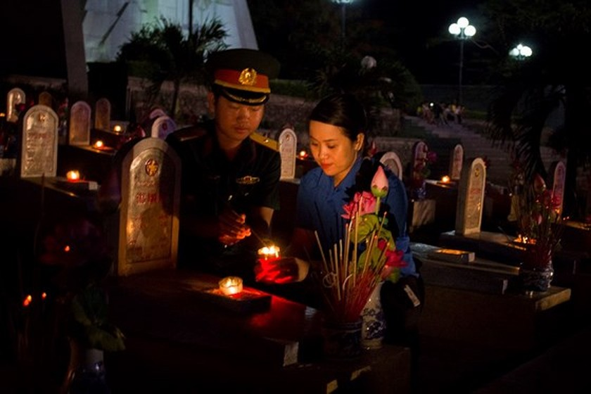 Tens thousands of candles light up sacred land of Vietnamese martyrs ảnh 2
