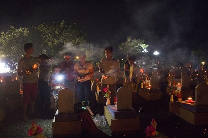 Tens thousands of candles light up sacred land of Vietnamese martyrs ảnh 3