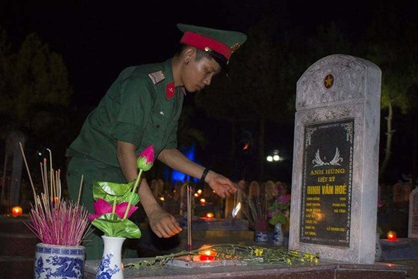 Tens thousands of candles light up sacred land of Vietnamese martyrs ảnh 6