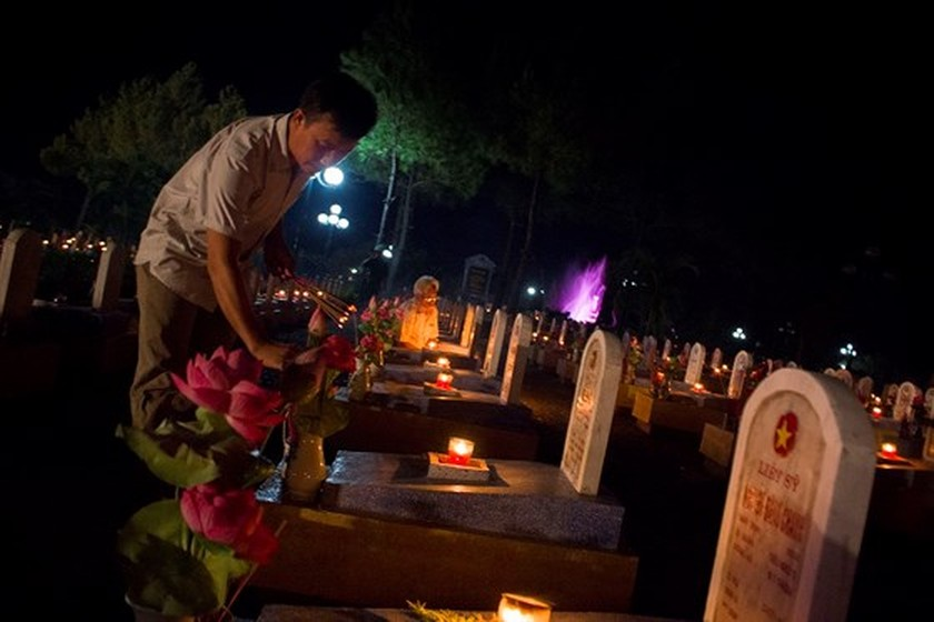 Tens thousands of candles light up sacred land of Vietnamese martyrs ảnh 8