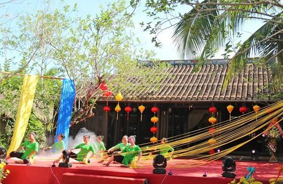 Int'l Silk - Brocade Festival 2019 opens in Hoi An ảnh 1