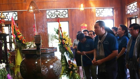 HCMC Party officials visit President Ho Chi Minh's homeland ảnh 1