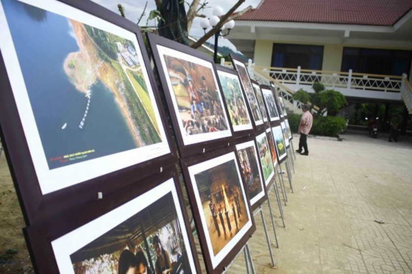 Art exhibition on Tra Bong district, western Quang Ngai opens ảnh 1