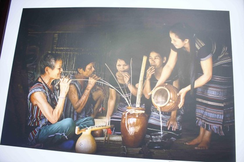 Art exhibition on Tra Bong district, western Quang Ngai opens ảnh 2