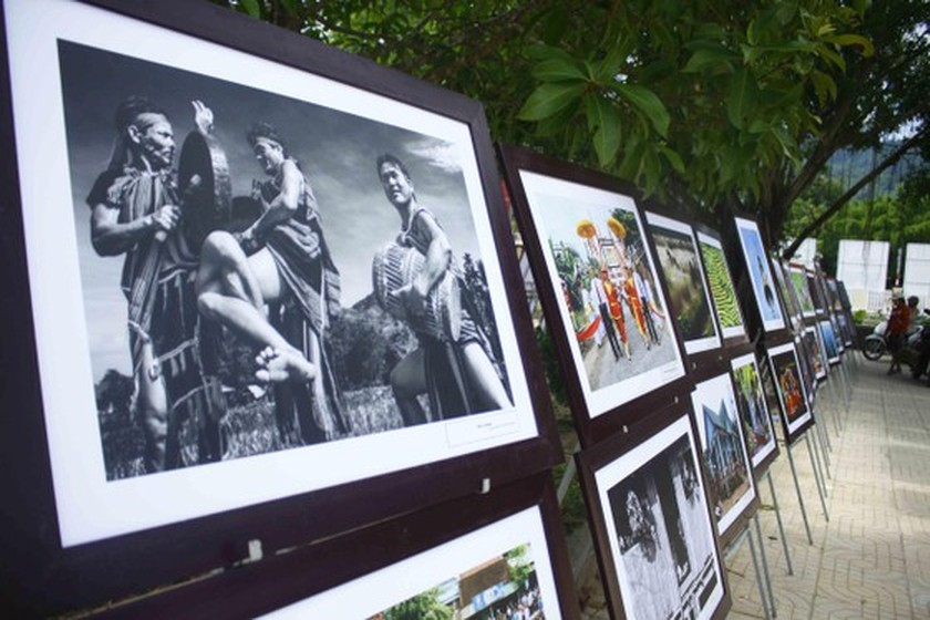 Art exhibition on Tra Bong district, western Quang Ngai opens ảnh 4