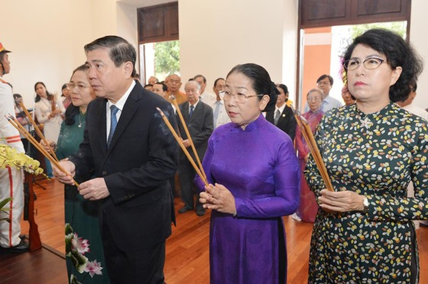 HCMC leaders pay tribute to late Presidents on National Day ảnh 1