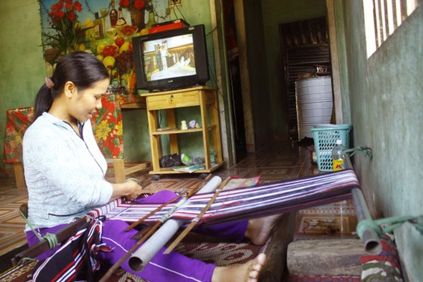 H're people's brocade weaving named national intangible cultural heritage ảnh 1
